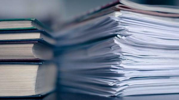 Книги и папки с документами